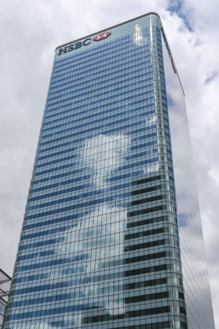 I took this shot of the HSBC tower in Canary Wharf, By Dpi Photography